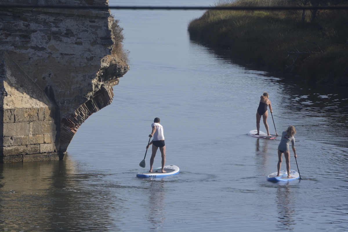 Once you get trained with our expert team of Stand Up Paddling professionals at SupTarifa, you can undertake SUP anywhere in the world. We specialize in training for downwind paddling adventures involving vehicles. So if you are looking for stand up paddling courses in Tarifa, contact us now.